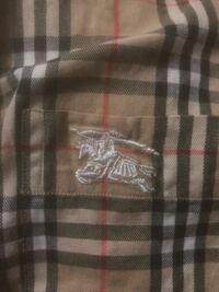 バーバリーのシャツ本物か偽物の見分けがわかる人教えてください