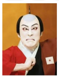 米倉涼子主演のドクターXを たまに見るのですが 見るたびに思います  米倉涼子が手術するシーンで 米倉涼子が目ん玉を毎回見開くのは 昔、付き合っていた 海老蔵の影響でしょうか? 海老蔵の にらみ を意識してま...