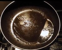 フライパンの油、この程度なら流しにジャーで大丈夫ですか?