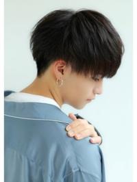 この髪型はツーブロックになりますか? 校則でツーブロックは禁止されてます。 これがツーブロックだったらこの髪型に近いけどツーブロックじゃない髪型ってありますか?