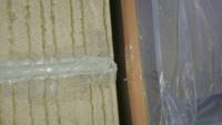 日本eリモデルに外壁リフォームを頼んだのですがコーキングを塗装屋がやってたのですがこの端部処理はどうなのでしょうか?また上から塗装を吹き付ける場合は目地から左右に不均等にはみ出させるものなのですか?