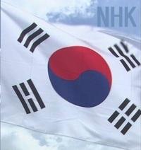 経済産業省は韓国向けの輸出管理を厳しくした半導体などの原材料のうち「レジスト」と呼ばれる品目について、運用を一部見直しました。 ことし7月に輸出管理を厳しくして以降、運用を見直すのは初めて .  http...