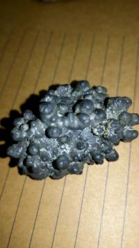 この石はなんて石ですか? そもそも本当に石…?  江ノ島の砂浜で拾ったのですが丸っこい突起が沢山出て、ぼつぼつしてます 貝か何かと思ったのですが質感は石っぽいんですよね 珍しいですか?