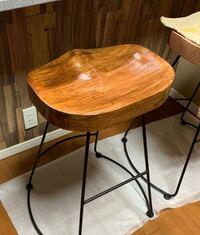 木製の椅子にニス塗りをしたのですが ムラになってしまいました。 例えば、紙ヤスリなどで剥がしてやり直す事などは可能でしょうか? DIY初心者です。 水溶性のニスを使用しました。  宜しくお願い致します。