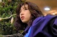 """中森明菜さんのクリスマスソング「エキゾティカ」は、歌詞に""""貴方の心の海に浮かんでる無人の島 見知らぬ花が咲いた 遥かな愛の影""""とあるので、新たな恋人の影を感じて別れを予感しているのだと思います。 . そ..."""