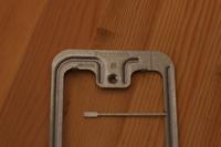 コンセント増設の為、 石膏ボード用の はさみ金具 WN3996020 を使おうと思っているのですが、はさみ金具の頑丈そうな金属枠ではない【両側から生えている華奢そうにみえる金具】は何か意味があるのでしょうか?...