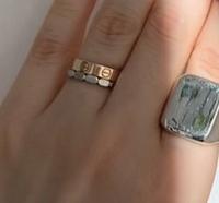 薬指の指輪、これはどこの指輪か分かりますか?
