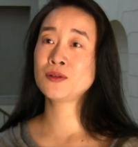 【速 報】同性愛者の女性教授を逮捕。大学教授を務めている48歳の八柳里枝ですが動機が「フラれた為」だそうですが、どう感じますか? アメリカ・マサチューセッツ州に本部があるマウント・ホリヨーク大学は、アメリカ最古の女子大で難関校のひとつと言われている。そこで教授をしていたリエ・ハチヤナギ(Rie Hachiyanagi、48)は芸術とアジア文化を教えていたが、殺人未遂の事件を起こした疑いで逮捕...