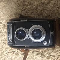こんにちは。 祖父の遺品でフィルムカメラが出てきました。 調べたところによるとYASHICA FLEX F=80mm 1:3.5というカメラだそうです。 フィルムを新しく買えば使えると言われましたが使い方 が分かりません。 調べてもよく分かりませんでした。 カメラのキタムラなどに行けば撮り方など教えていただけるのでしょうか? また撮る時の注意点などお教えいただいたら幸いです。 ...