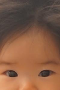 来週生後5ヶ月になる子の母です。この子の右目は斜視なのですか? 寄っていると言われれば寄っているような?と思ったのですが、判断できなくて書き込んでいます。
