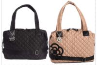 クレイサスのショルダーバッグ、どちらがいいか? 大きさ、種類が同じです。色で迷っています。 元々重たいバッグが好きではないのと、まだ小さな息子二人なので抱っこしなければならないためにショルダーが欲し...