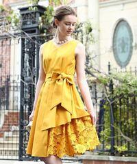 結婚式のお呼ばれドレスなんですが、このドレスはどうでしょうか? 二十代前半です。 また、上に羽織るのは何色がいいと思いますか?