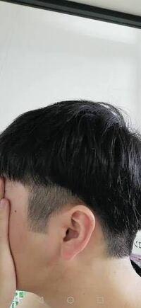 今日髪を切りに行ってきました。 ツーブロックマッシュを頼んだのですが失敗してタラちゃんのような髪型になってしまいました。  下の写真のような髪型です。  もう恥ずかしくて学校に行けません! どうすればいいですか? やっぱり伸びるの待たなきゃダメですかね?