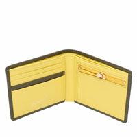 二つ折り財布でも画像のようなもの(キタムラ2のレディース財布です)なら使いやすいでしょうか?開いたら小銭とお札が同時に出せそうです。普通レディースの二つ折りだと小銭とお札を出す時は 財布をくるくる回...