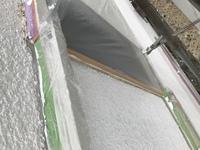 家の外壁を塗装する際、サッシ周りにシーリングしてから塗装ですよね? 下塗りをしているみたいですが、なぜシーリングしないんですかね?