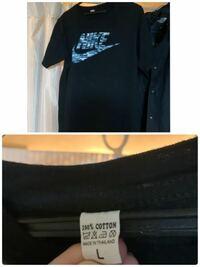 ナイキのtシャツを購入しました。 左の腰辺りにあるタグはなく、首のあたりのタグも画像のような感じでした。 偽物なのでしょうか?