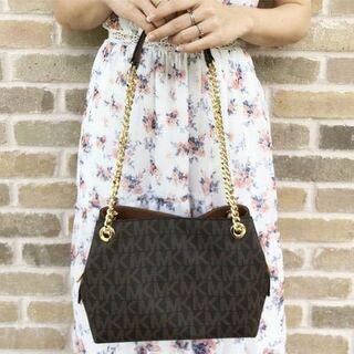 層 年齢 マイケル コース 女性ですが、マイケルコースのバッグは何歳まで持っていておかしく