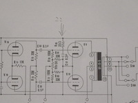 ラックスSQ38FD真空管アンプについて OY-15-5出力トランスの2次側の16Ω端子からフィードバック回路がありますが、ここに22Ω抵抗器が0.2μFのコンデンサを介してグランドに接続されています。 ①この22Ω+0.2μFの回路の役目は何ですか? ②22Ω抵抗器が焼ける(煙が出る)原因は何が考えられるでしょうか? 以上2点教えてください。