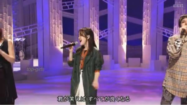Little Glee Monsterの芹奈が最近 右手で歌っていうことが多いと思うんですけど 理由