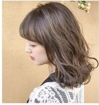 スーパーやドラッグストアのバイトで、この髪色はアウトですか? また、こんな色にするにはブリーチしないといけませんか?