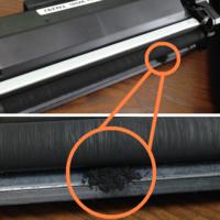 レーザープリンターのトナー漏れの原因と改善策について教えてください。  Brother HL-L2375DWを使用してるのですが、新品購入してから半年程度で既に問題が起きています。 トナー漏れが原因なのかプリントアウトした用紙に汚れが付着していて、カートリッジを取り外してメーカーが説明するとおりにメンテナンス(綿棒を使った清掃)してもまたすぐに汚れてしまいます。で、何度かカートリッジを取...