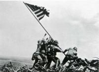 硫黄島の摺鉢山にアメリカ軍が星条旗を立てる瞬間の画像をLINEのアイコンにしたのですが友達から「それは違法」と言われました。 違法なんですか