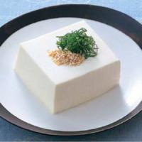 冷ややっこにお詳しい方へお伺いをいたします。 ・ 一般的に冷ややっこは木綿豆腐でしょうか。 それとも、絹豆腐なのでしょうか。 ・ あくまでも一般的にです。 いかがでしょうか。