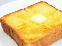 トーストにジャムを塗る人ってあらかじめバターやマーガリンは 塗っておくの?