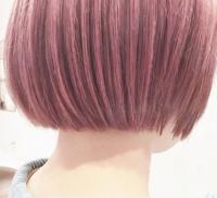 現在トーン7位の茶髪なんですが 写真のような色に染めたいと思っています 個人差あると思いますがだいたい、 ブリーチ1回でこのくらい入りますか? また、ブリーチした髪に入りやすい系統の 色ってありますか?