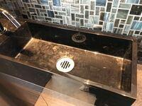 掃除方法を教えて欲しいです。 実家の洗面所なのですが、マジックリンなどで掃除をしても水垢?が落ちず。。 とても気になるので掃除をしたいのですが、何がいいのでしょうか? 知識がなさ過ぎてお恥ずかしいので...