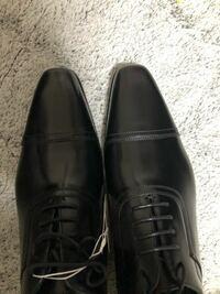 就活の革靴について質問です。私は公務員を目指しているのですが、画像の靴は面接に適している靴と言えるでしょうか?それとも先が丸い方が良いのでしょうか?よろしくお願いします。