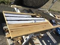 100均の木工用パテの耐久性で質問しますDIYで玄関ドア自作中ですが、木工ボンドが雨で剥離してしまいました。隙間をパテで埋めても大丈夫でしょうか?