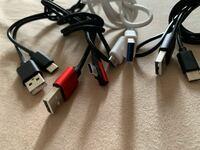 USBケーブルについて質問します。 USB Type-C  USB Type-A  画像のようにUSB Type-Aの中が 青いものが1本あります。 これはUSB3.0と言うことですか?  他の3本より通信速度が高いと言うことなんでしょうか?  USB...