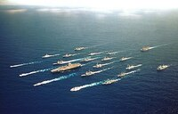 同じ艦長でも、駆逐艦や巡洋艦の艦長よりは、戦艦や空母の艦長が格上ですか? 海軍において、一隻の軍艦の指揮権を任される艦長は華がありますよね! 海の男のロマンというイメージがあります。  ただ、同じ艦長であっても、小柄な駆逐艦や巡洋艦の艦長たちよりは、より大型である戦艦や空母の艦長の方がやはり格上に扱われているのでしょうか? 軍隊の歴史的にも。  艦長を任命される際に、基本的な階級も違...
