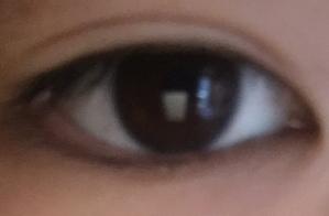 【写真付き】 1.この目は二重なんでしょうか? 2.アイプチをして外してこの程度は低すぎるのでしょうか? 言語力がなくてすみません