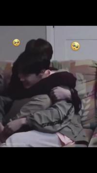 画像のジョングクがホソクにぎゅぅって抱きついてるシーンってどの動画ですか?  방탄소년단 防弾少年団 防彈少年團 BTS Jungkook J-HOPE グク ホソク ホビ