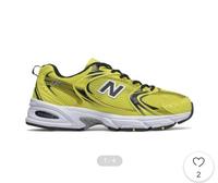 ニューバランスのMR530を購入しようと思っています。  当方、女ですが普段ナイキ、アディダス等240-245を履いていますが ニューバランスはどのようなサイズ感なのか教えていただけますでしょ うか?