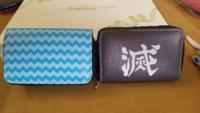 鬼滅の刃の子供の財布 ️キーケース ️なのですが、この波模様は、誰の何を表しているのですか ️ 調べてみたのですが誰の羽織にもこの模様は無く 困っています。詳しく教えて頂ければ嬉しいです。よろしくお願いい...