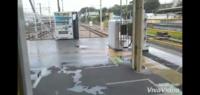黄色い線の外側にある自動販売機って…飲み物買っていいんですか?拝島駅や柏駅にありますが…