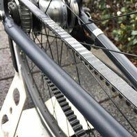 ベルトドライブ方式の自転車に乗られている方、かつてベルトドライブの自転車に乗られていた方にお伺いをいたします。 ・ 信号などで停車をしているときに、これってベルトドライブですよね、と他の自転車乗りの方に声を掛けられたことなどはございますでしょうか。 ・ いかがでしょうか。