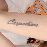 筆記体の英語で書いているのですが、なんて書いているかわかりますか???