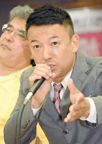 山本太郎が総理大臣になったら、 消費税廃止、 議員の年収は8割削減、 NHKの廃止かスクランブル化 になりますか?