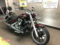バイクのヘルメットの色について。 皆さんのバイクとヘルメットの色はどのような組み合わせにしていますか?  ヤマハXVS950Aミッドナイトスター乗りの30歳男です。 私のバイクはワインレッ ド系(正式にはベ...
