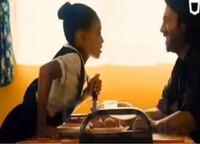 なんの映画がわかる方いますか? 海外映画のワンシーンで、写真は女の子が男の手にナイフを刺すシーンです。手がかりが少なくて申し訳ないです(*_*)  分かる方教えてください*_ _)