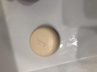 実家にあった固形石鹸ですが、どこのメーカーのものかわかりますか?洗顔用なのか知りたいです。