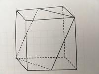 ふたの図形は四角形になります。なんという四角形になりますか?またなぜそうなるかを証明しましょう。(切断した切り口の頂点はそれぞれ立方体の頂点と辺の中点にあたります)