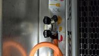 ガスコンロについて ガスコンロから卓上(2口)のIHクッキングヒーターに置き換えようと思っています。 ガスコンロの線を抜きたいのですが、ガスの元を閉じてゴムを引き抜けばいいだけでしょうか? 右側のように...