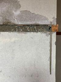 rc造の部屋をリフォームするのですが、スケルトンにする際、壁紙下が土壁でその下にrcがありました。 土壁を撤去した方がいいですか?またその際はバールか何かでハツればいいですか?