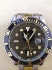 電池式腕時計。ピン欠損にてベルト外れてます。外れたベルトは付属。 これいくらなら買いますか?