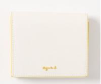 27歳男です。 財布を買い換えたいと思っているのですが、このデザインは女性っぽいでしょうか? 男性が持つのは変ですかね・・・?